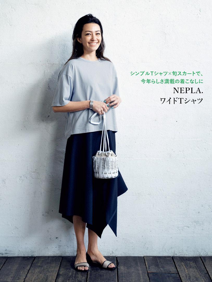 シンプルTシャツ×旬スカートで、今年らしさ満載の着こなしに NEPLA. ワイドTシャツ