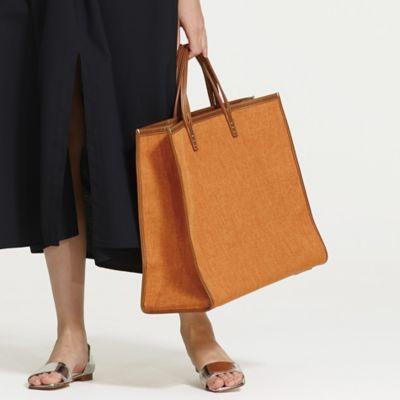 王道な美しさと軽やかさが 人気の旬な靴&バッグ
