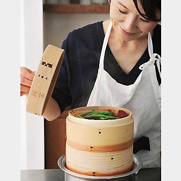 【使い勝手のいい美しい雑貨】ワタナベマキさんのキッチン道具と白い器