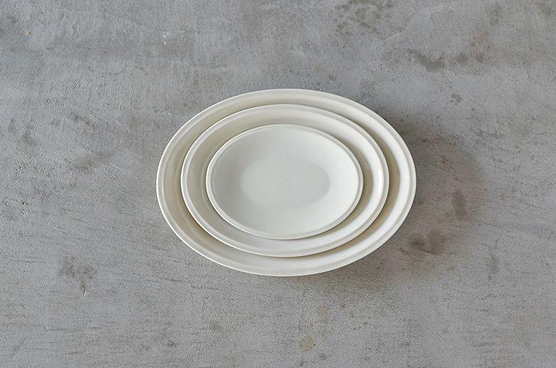 【長く愛用したい陶磁器】堀江陶器 【h+】オーバルプレート 浅型 | SMLとサイズを豊富に取り揃えた波佐見焼のオーバルプレート