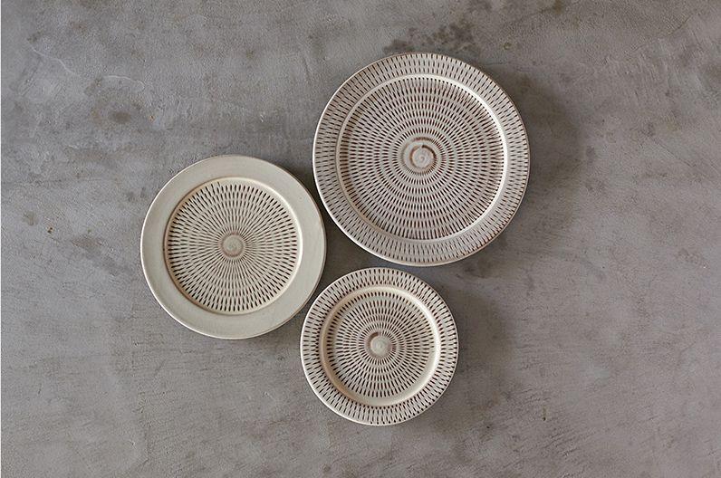 【長く愛用したい陶磁器】小石原ポタリー 皿 プレート | 福岡県の窯元とフードコーディネーター・長尾智子さんとのコラボレーションで誕生した小石原ポタリーのプレート