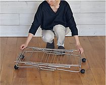 【インテリア雑貨特集】 大木製作所 タワー型室内物干し | 女性一人でも簡単に折り畳めます