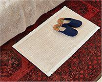 【インテリア雑貨特集】everyday コットンマット ヘリンボン | ベッド周りをさりげなく飾るルームマット