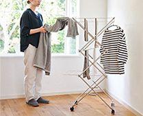 【インテリア雑貨特集】大木製作所 タワー型室内物干し | 小サイズは物干し竿約2〜3本分の洗濯物とハンガーが一度に干せます