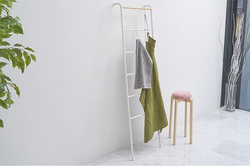 【インテリア雑貨特集】tower ラダーハンガー | ズボンやスカーフの収納、洋服の一時掛けにも便利な立て掛けラダーハンガー