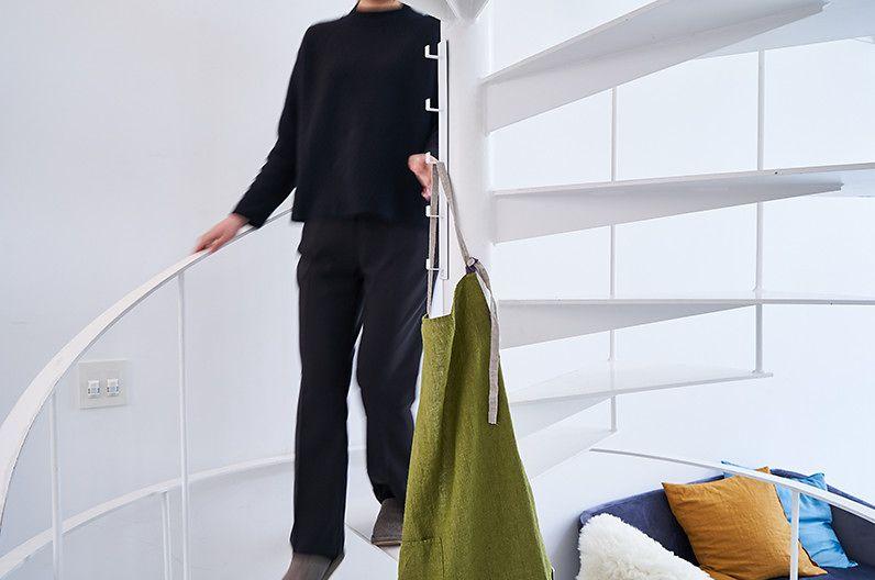 【インテリア雑貨特集】tower 伸縮つっぱり棒用棚板 L | つっぱり棒の上に乗せるだけの簡単設置