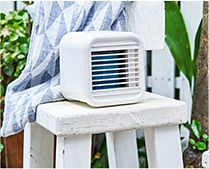 【インテリア雑貨特集】THREEUP 充電式 パーソナルクーラー   気化熱の原理を利用した充電式のパーソナルクーラー
