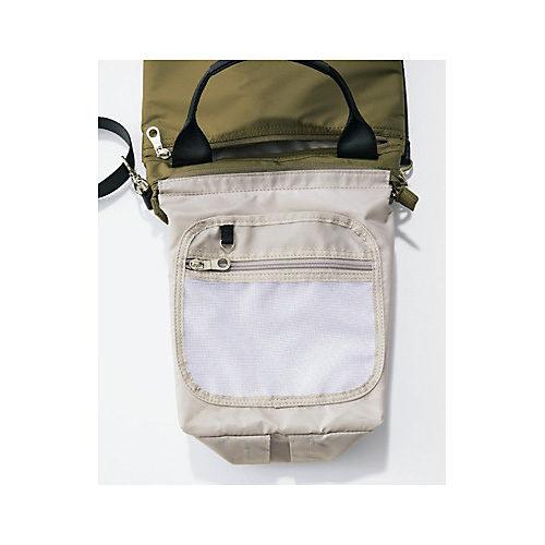 メッシュポケットの後ろに、オープンポケットを配置