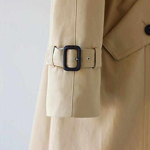 通常よりも長い袖丈で長期着用による修理を可能に