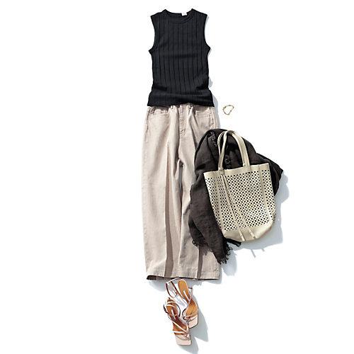 クロップト丈で裾にかけてすっきりとしたワイドシルエットのパンツ コットンワイドパンツ