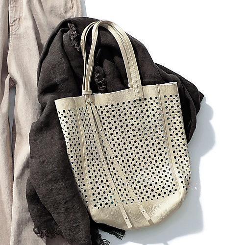 エコバッグのようなカジュアルさを本革で表現したバッグ パンチングレザートート