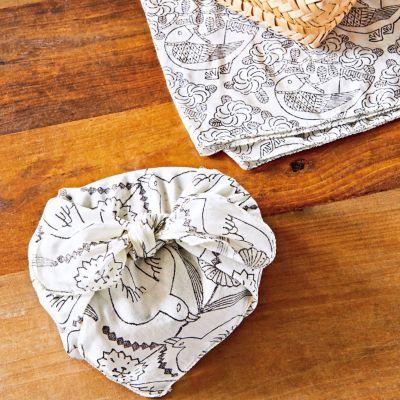 鹿児島睦さんのブロックプリントハンカチ(鳥と花)