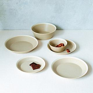 イイホシユミコさんの新作「dishes」