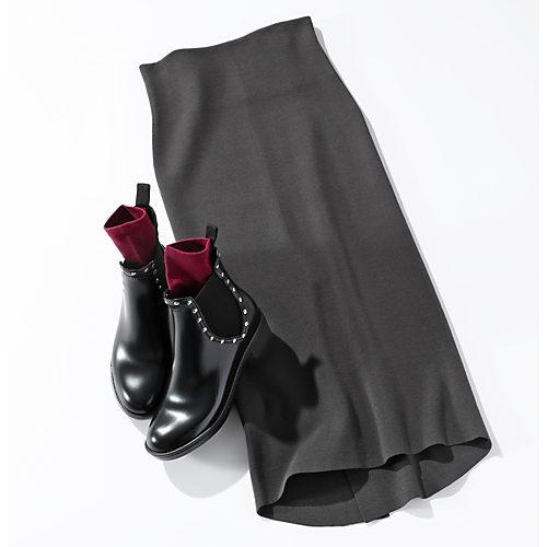 シルク混でストレッチ性のある糸に、さらにストレッチ糸を加えた編地です。 シルクコンミラノリブタイトスカート