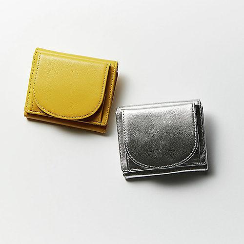 12closet 【水晶玉子さんコラボ】B5きらきらポーチ付き三つ折り財布 ¥11,000 + 税