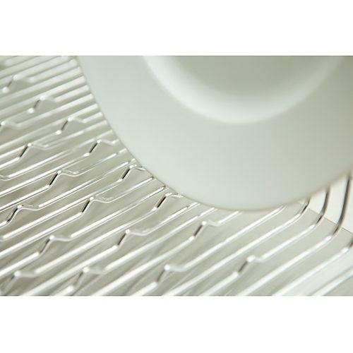 波状の突起(たてよこウェーブ)で食器の向きを気にせず置ける
