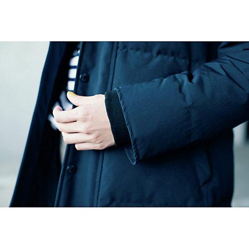 袖口の内側には、手首にピタッと密着するリブを使用