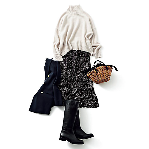 歩くたびに裾がふんわりと揺れる軽やかな素材は、厚手のニットやロングブーツなどの冬アイテムとも好相性。
