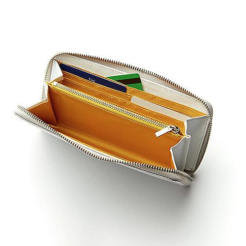 中は片側6つずつのカード入れが両サイドにずらり。さらに外側には中央の仕切りがないロングポケットも