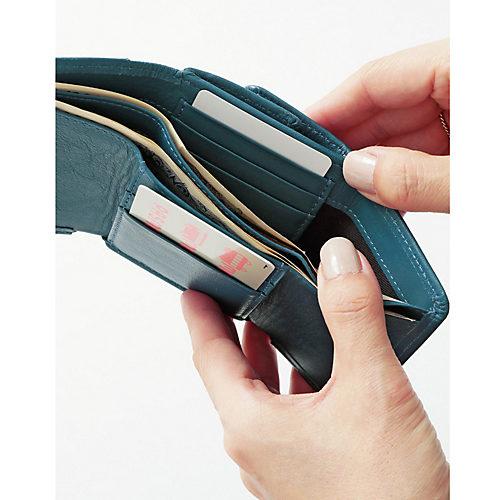 お札入れをはさんで、縦に重なるように5つのポケットがついているので、必要な枚数がしっかり入ります。