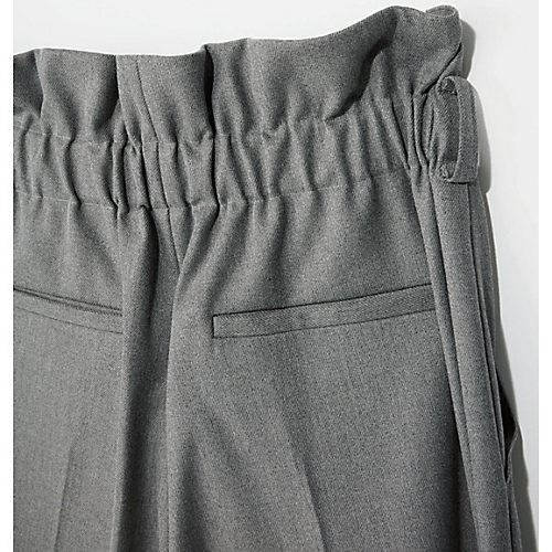 後ろに幅のある ゴムを仕込むこと でウエストサイズの変化にも対応。