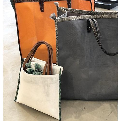 内ポケットにバッグが収納可能