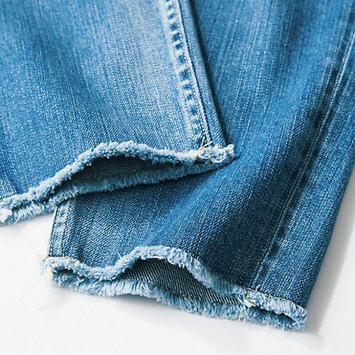 初めての人でも挑戦しやすいウエストと裾の上品なカットオフ仕上げ も、このモデルをベースにした理由