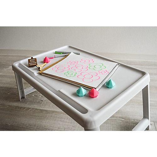 お子様のプレイテーブルに