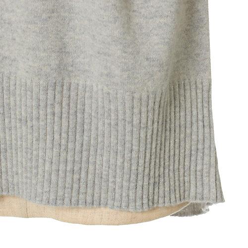 長めにした裾リブがデザインのポイント