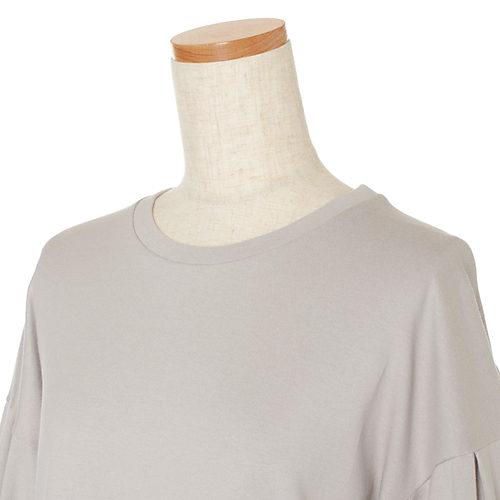 あくまでもTシャツ見えするよう、首もとは繊細すぎずカジュアルすぎないリブを追求しました