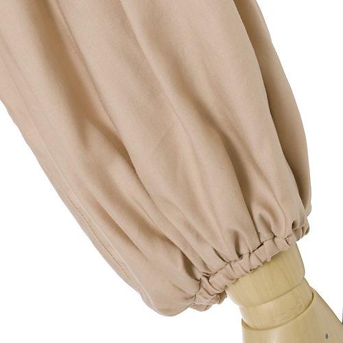 袖口には細めのゴムをいれているので、袖をたくしあげやすいのがポイント。