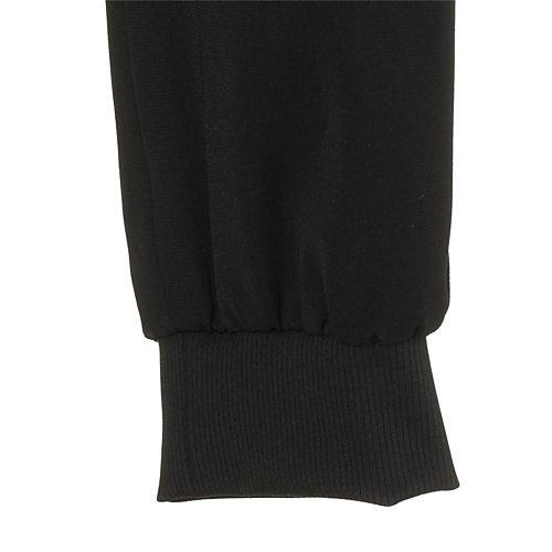 裾は伸縮性のあるリブ素材を使用