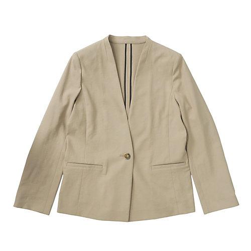 ジャケット裏はデザインポイントになるパイピング仕様