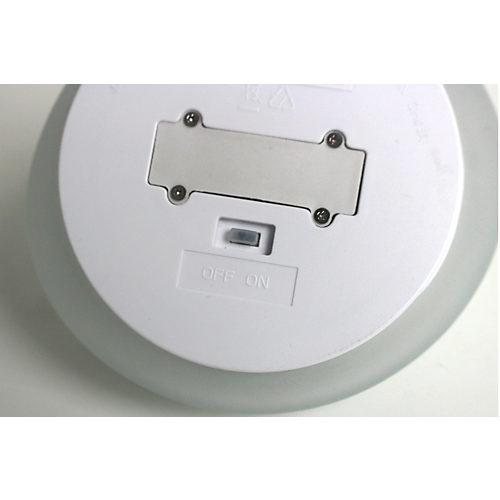 スイッチは裏面