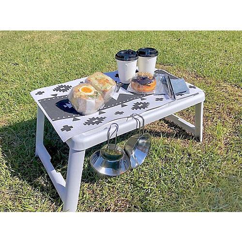 ピクニックテーブルに