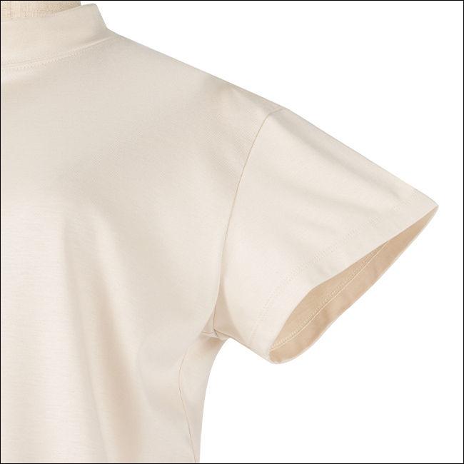 短め袖で二の腕もしっかりカバー!光沢ジャージー素材でofficeコーデに変化級