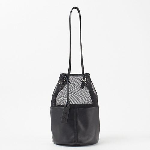 夏のワンピーススタイルに透け感のアクセントを チュールコンビ巾着バッグ