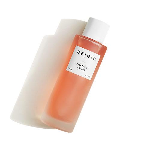 肌にうるおいを与え、乾燥の気になる季節にも肌をすこやかに保ちます。 ベージック トリートメントローション