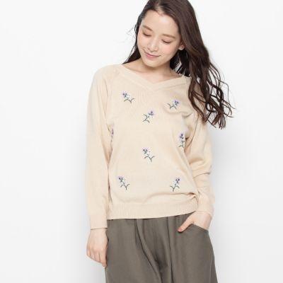 花柄刺繍ニットプルオーバー