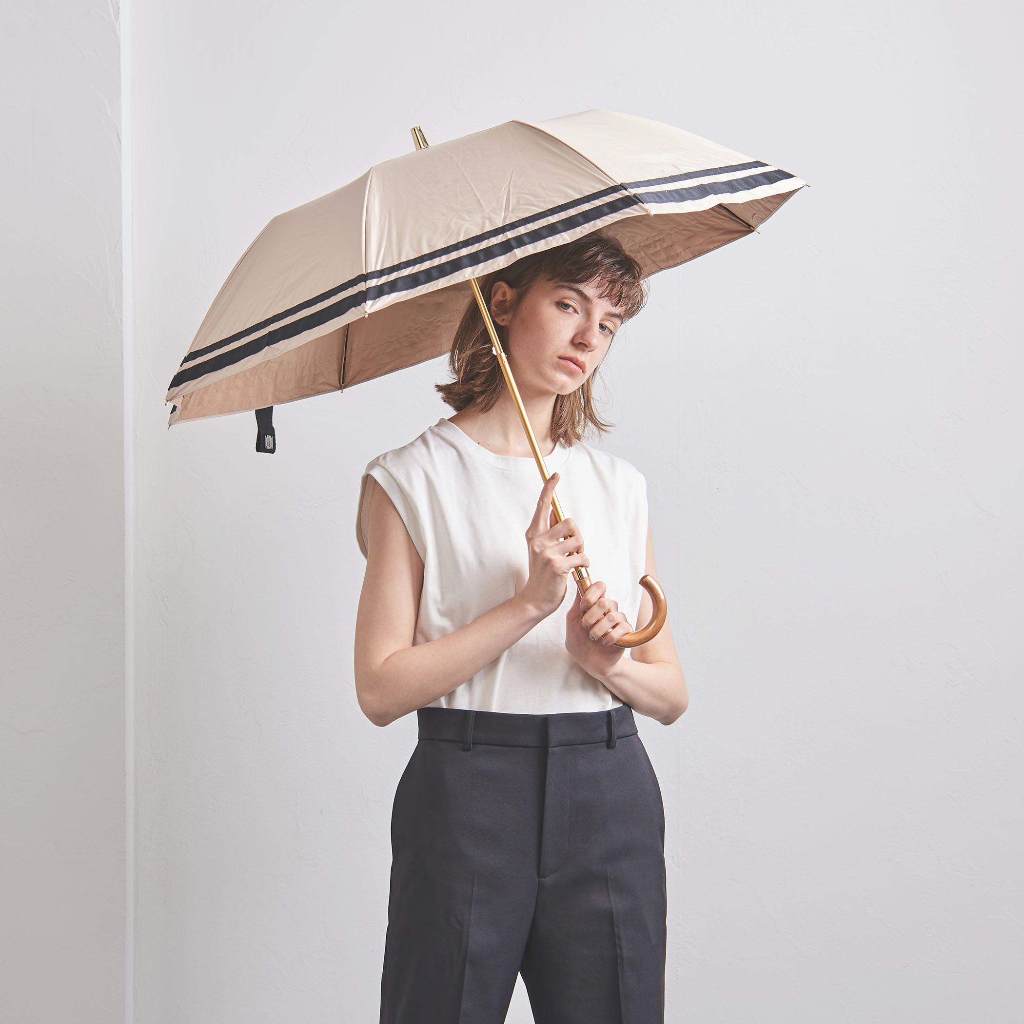 50代 ファッション お手本 日傘