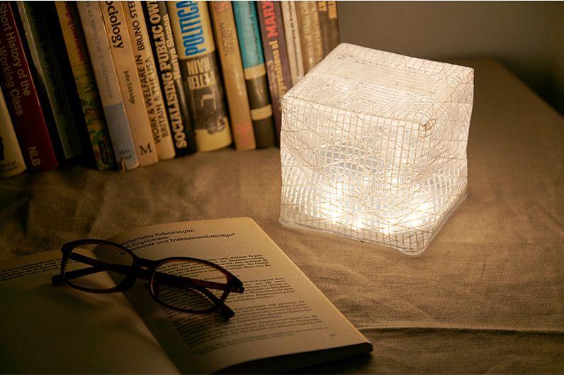 【インテリア雑貨特集】CARRY THE SUN ウォームライト ミディアム | コンパクトに折り畳めて、いざという時にも便利なエコなソーラーライト