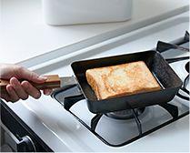 【インテリア雑貨特集】ambai 玉子焼 角 | 蓄熱性が高い、焦げ付きやこびり付きが少ない鉄製の玉子焼き器