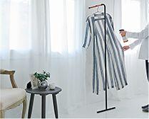 【インテリア雑貨特集】towerスリムコートハンガー | 木目がやさしいシンプルなデザインの立て掛けコートハンガー